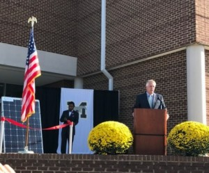Gov. McAuliffe at ribbon cutting